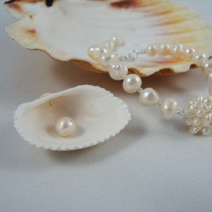 http://krisztaline.com/219-thickbox_default/pearl-necklace-and-bracelet-freshwater-cultured.jpg