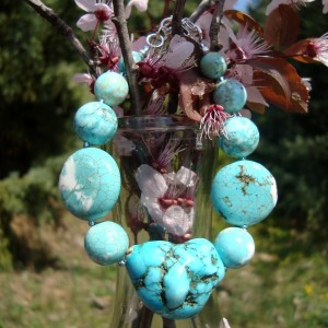 http://krisztaline.com/358-thickbox_default/turquoise-howlite-jewelry-5.jpg