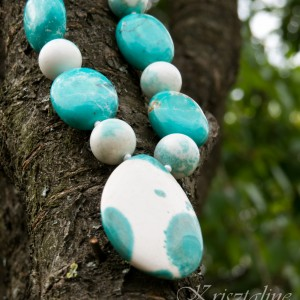http://krisztaline.com/537-thickbox_default/white-and-turquoise-green-necklace.jpg
